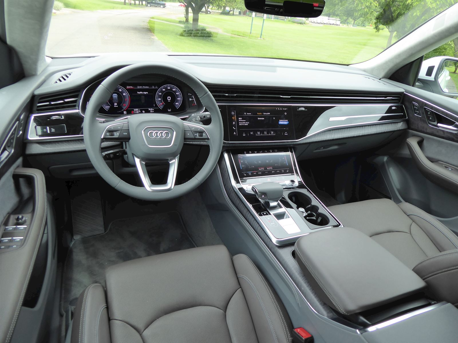 2019 Audi Q8 dashboard + front row seats photo