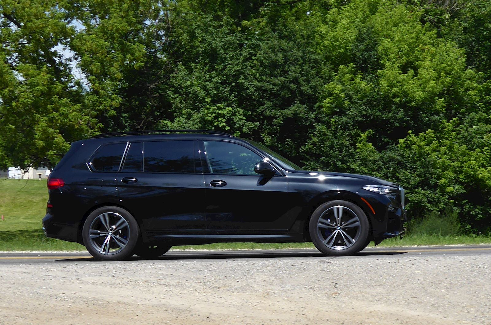2019 BMW X7 side view photo