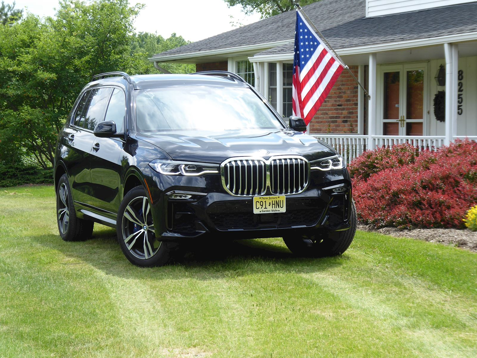 2019 BMW X7 front view photo