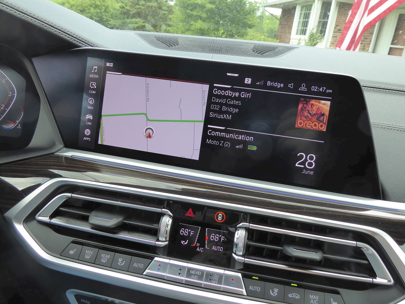 BMW X7 infotainment photo