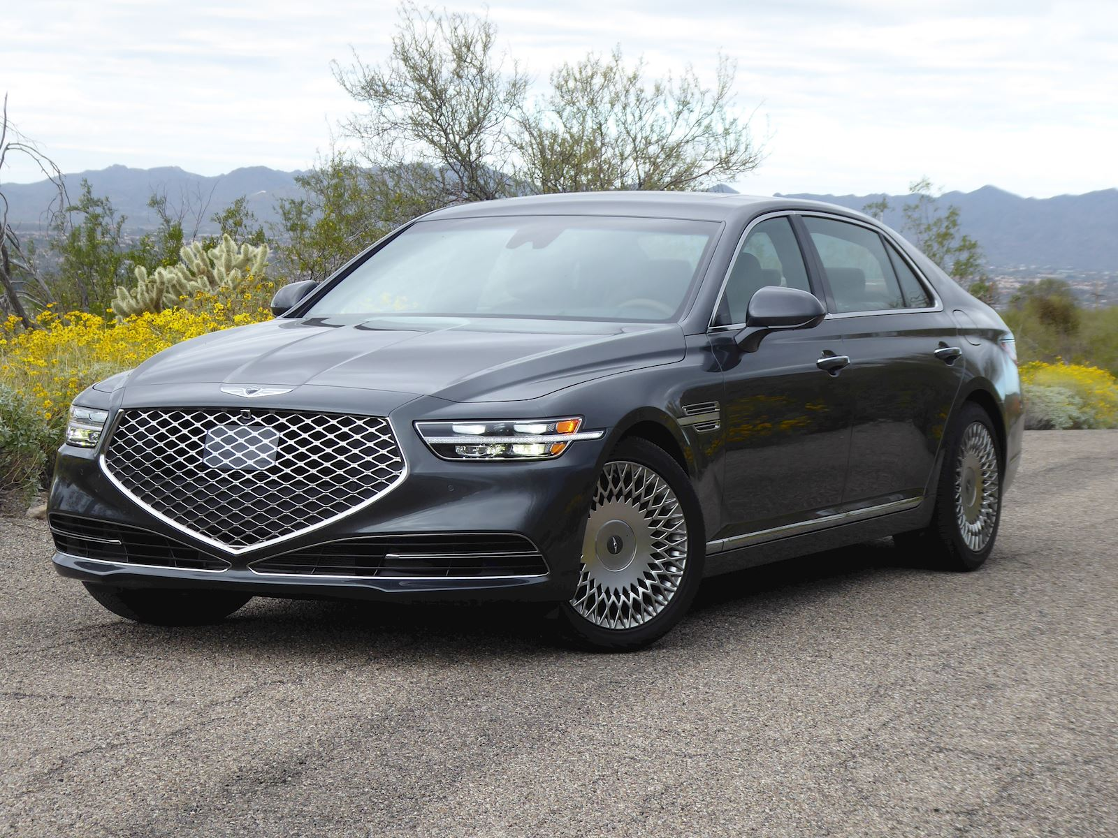 2020 Genesis G90 front view