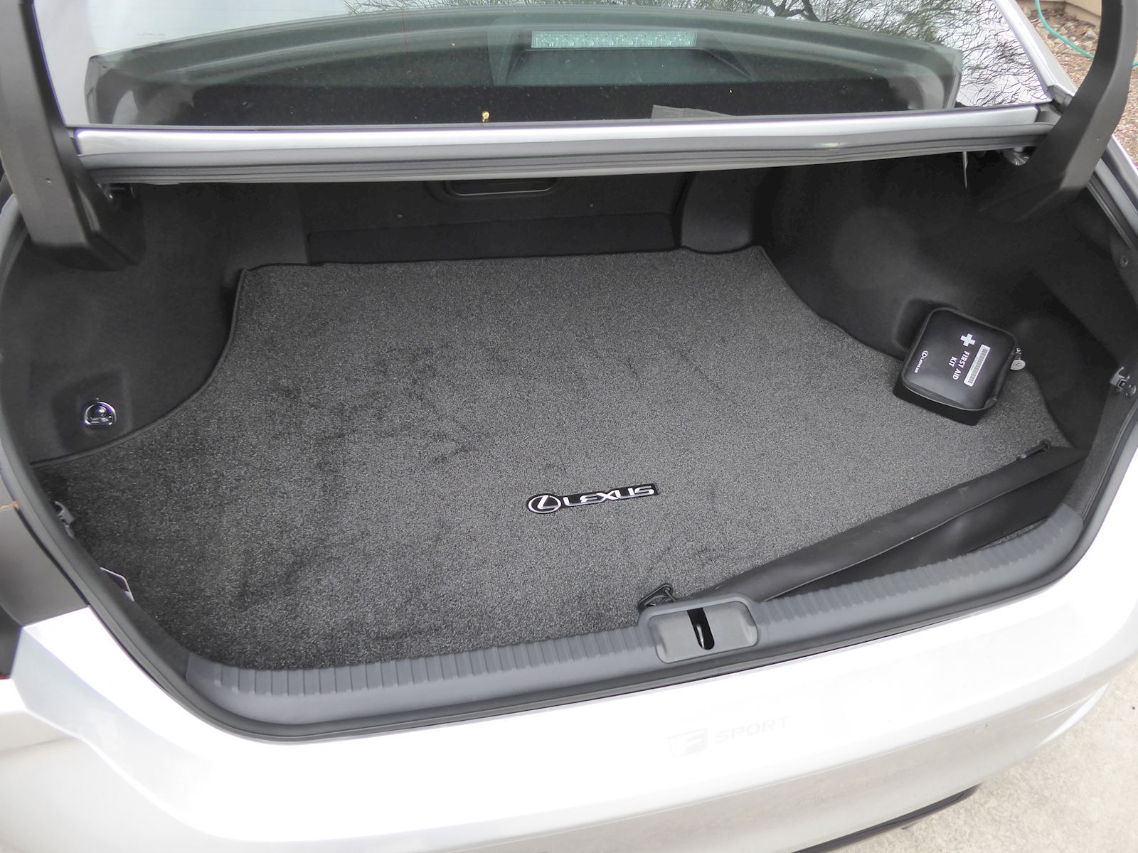 2020 lexus es350 storage and cargo space trunk view
