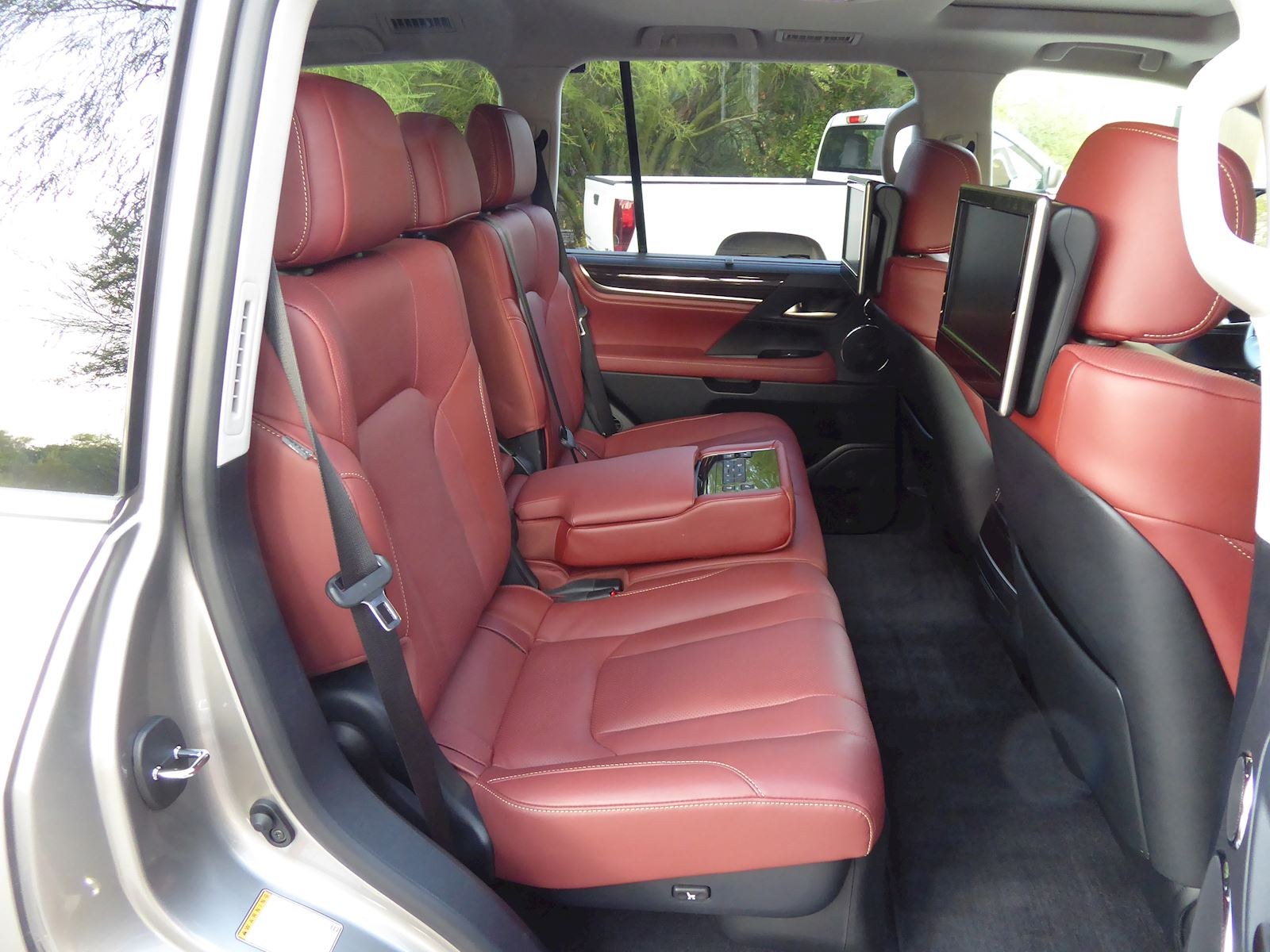 2020 Lexus LX 570 Back Seats