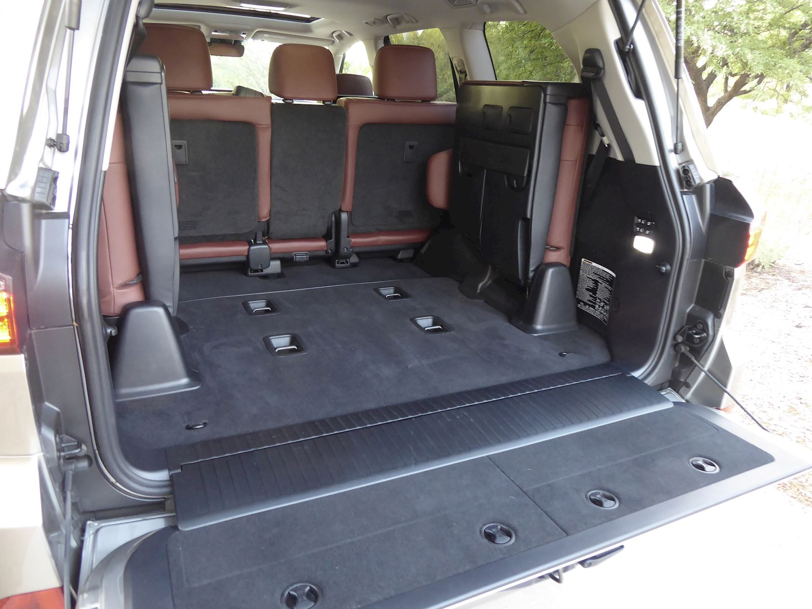 2020 Lexus LX 570 Storage & Cargo Space