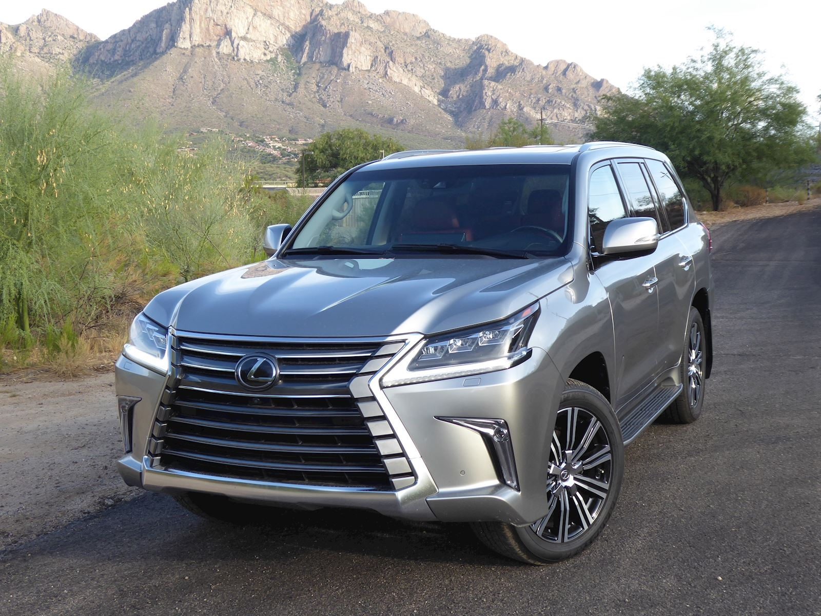 Lexus 3 Row Suv >> Test Drive 2020 Lexus Lx 570 Expert Reviews J D Power