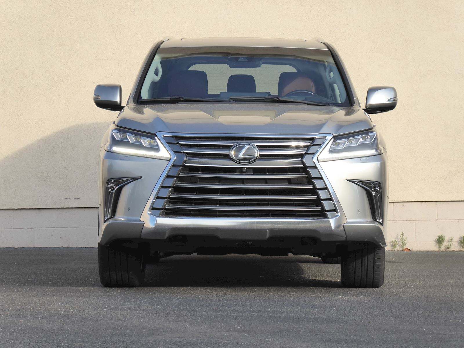 2020 Lexus LX 570 Front Mugshot Photo