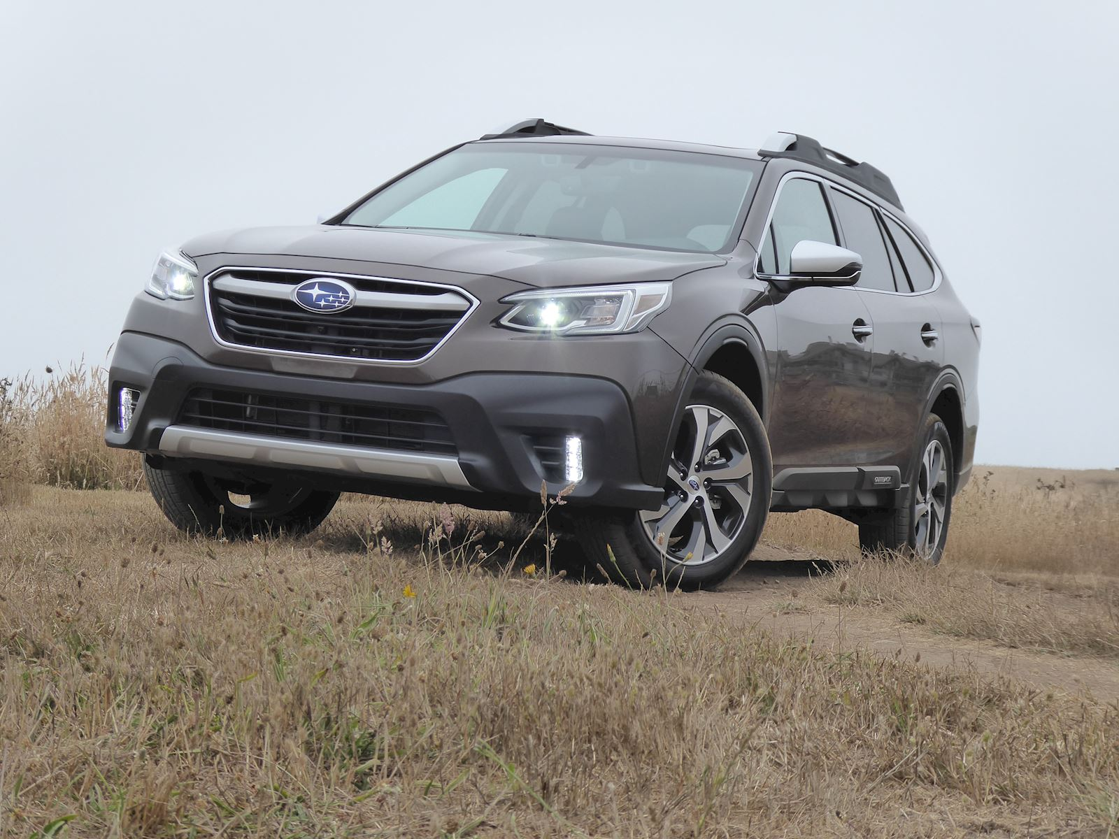 2020 Subaru Outback front view photo