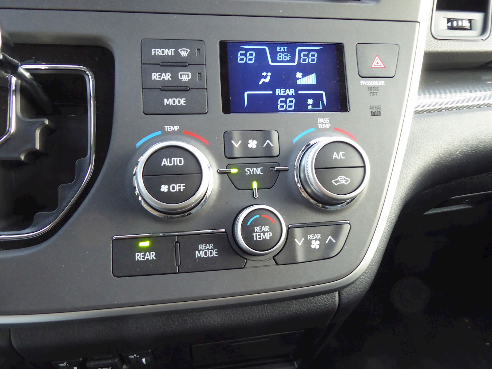 2020 Toyota Sienna climate control system