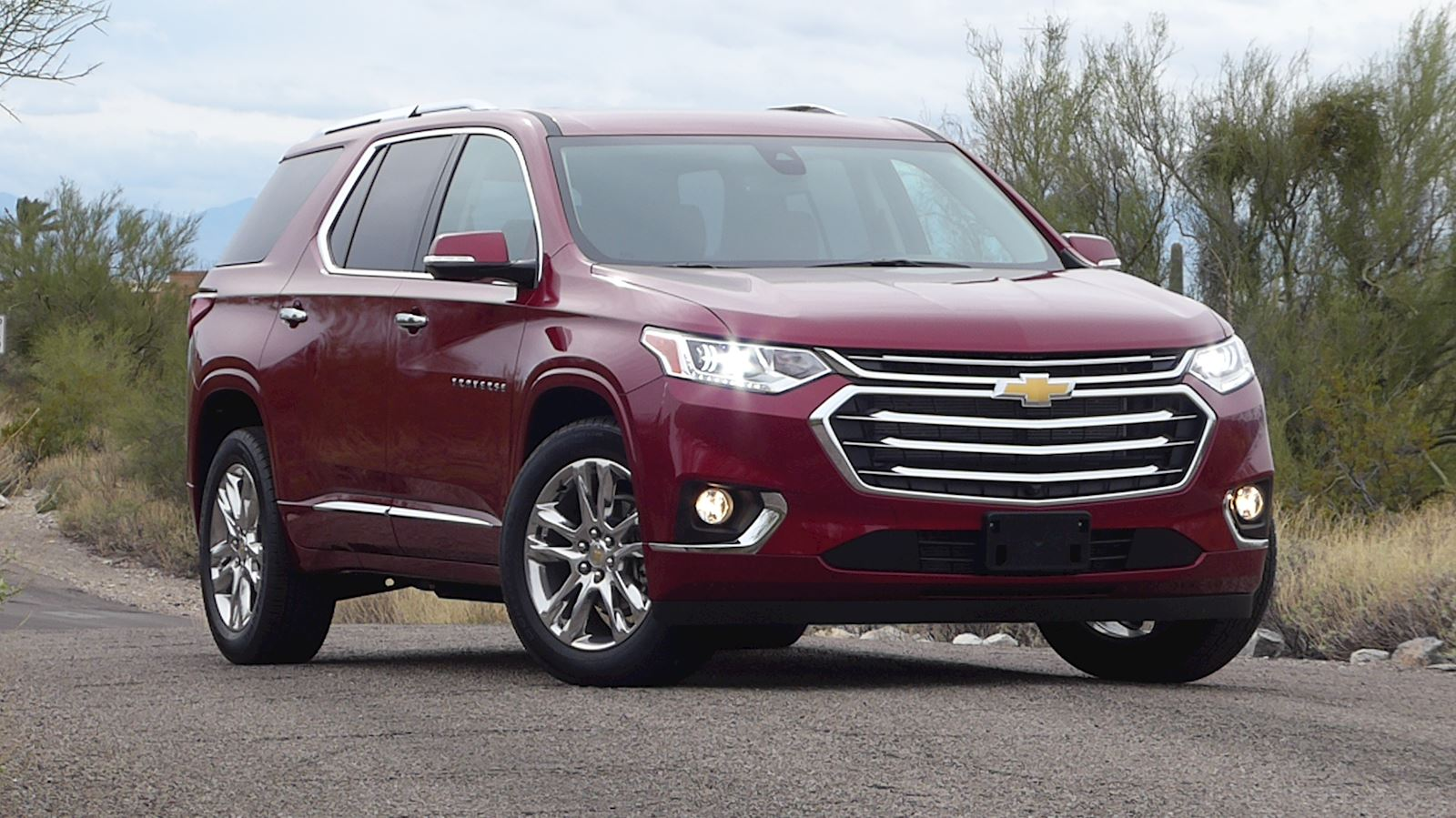2020 Chevrolet Traverse front and side view