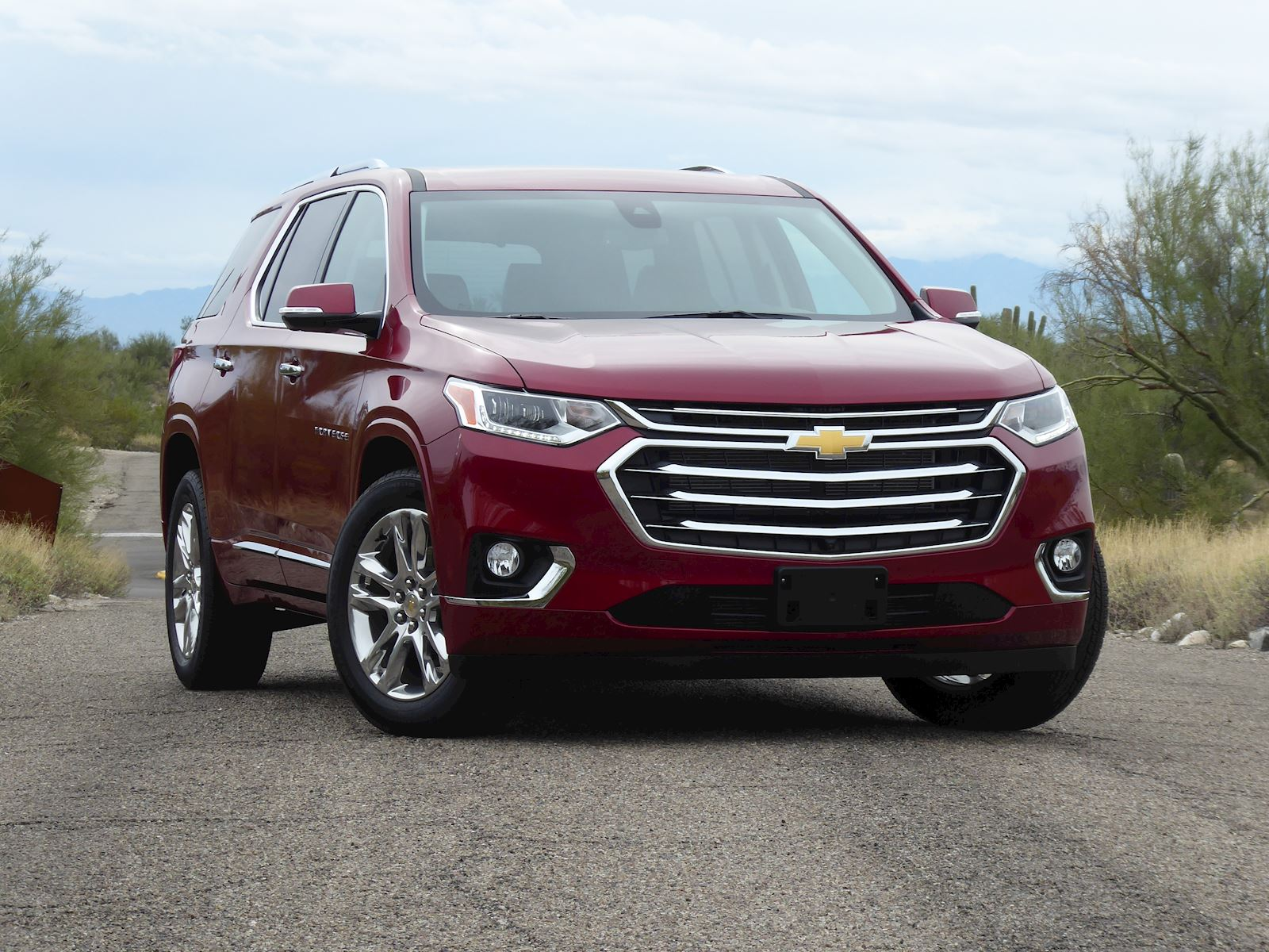 2020 Chevrolet Traverse front view