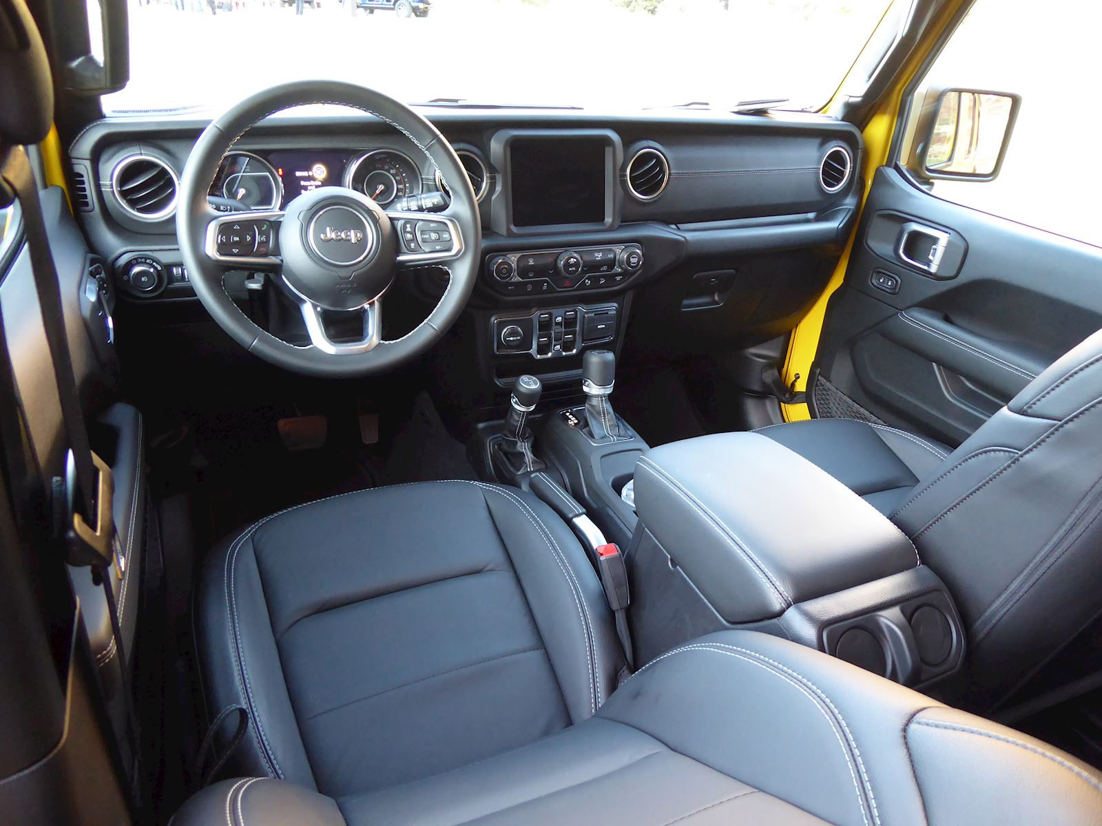2020 Jeep Wrangler EcoDiesel dashboard front seats