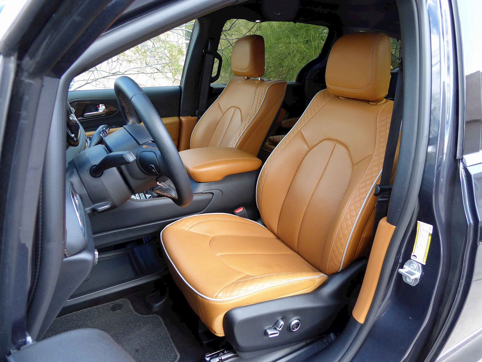 2021 Chrysler Pacifica Hybrid Pinnacle Front Seats