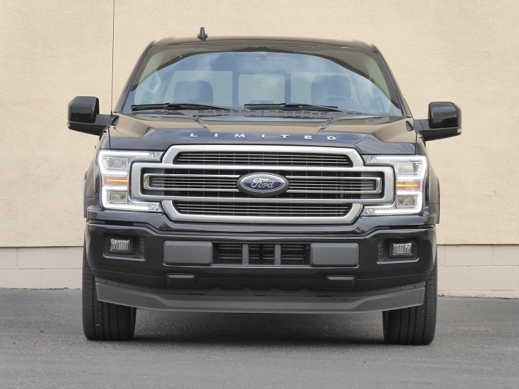 2019 Ford F-150 front photo
