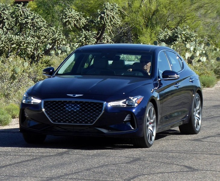 2019 Genesis G70 3.3T action photo