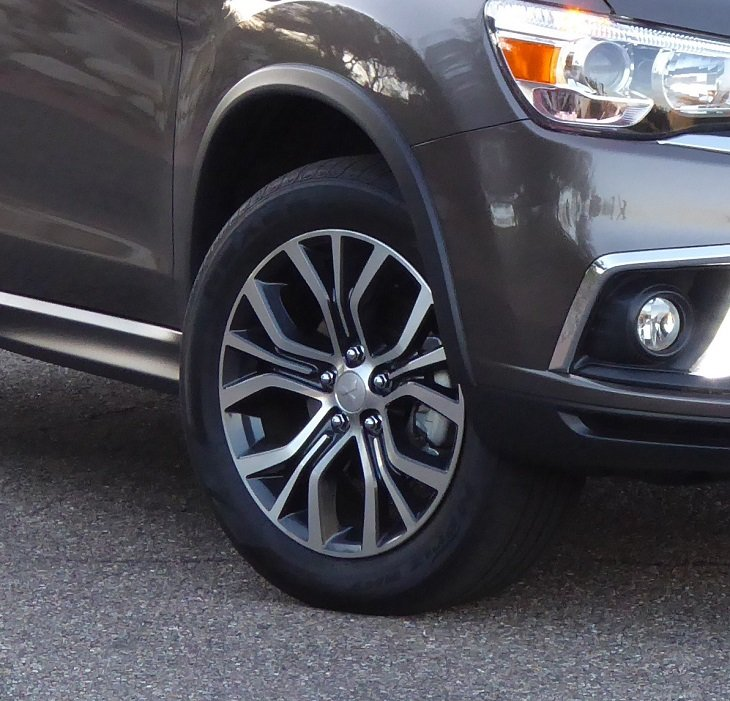 2019 Mitsubishi Outlander Sport GT front wheel photo