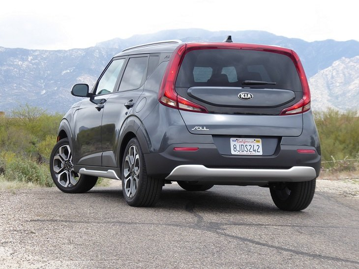 2020 Kia Soul X-Line rear quarter photo