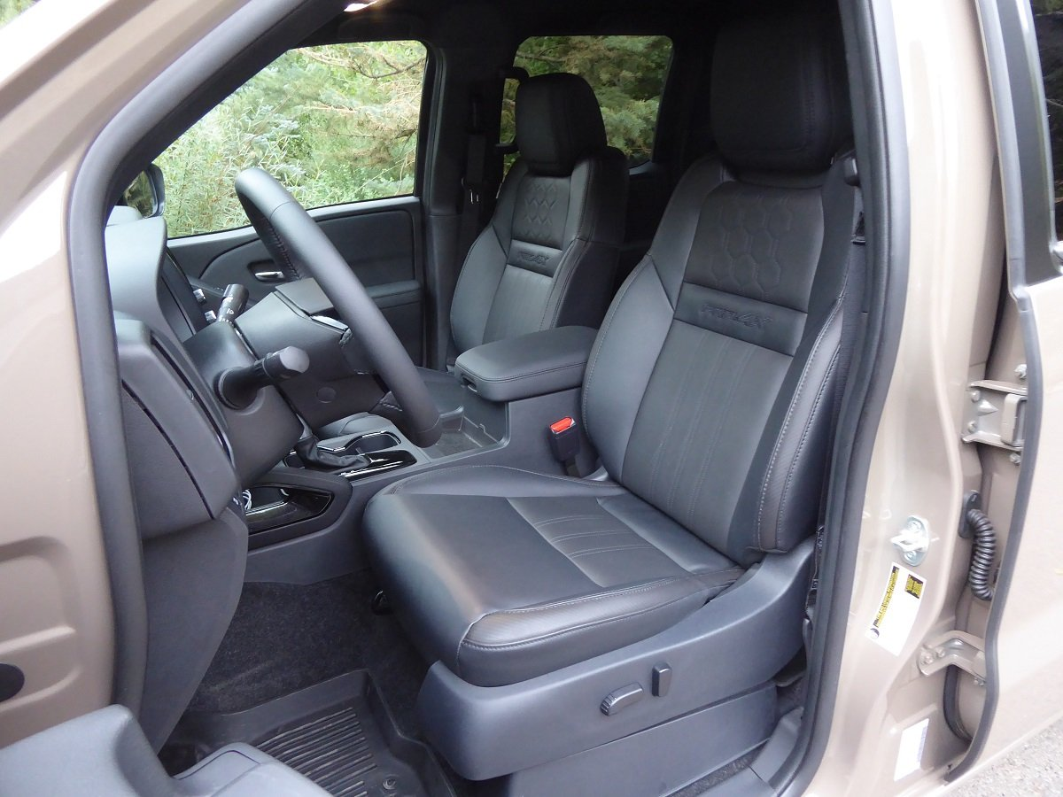 2022 Nissan Frontier Crew Cab Front Seats
