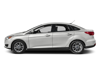 Oxford White 2017 Ford Focus Pictures Focus Sedan 4D SE I4 photos side view