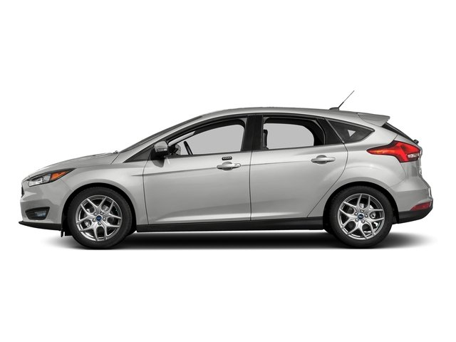 Oxford White 2016 Ford Focus Pictures Focus Hatchback 5D SE I4 photos side view