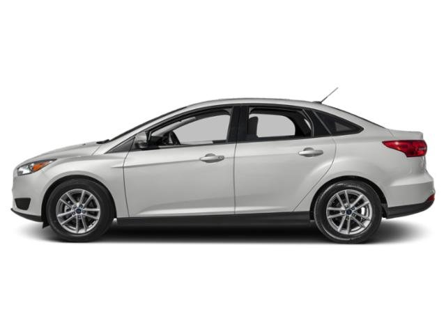 Oxford White 2018 Ford Focus Pictures Focus Sedan 4D S I4 photos side view