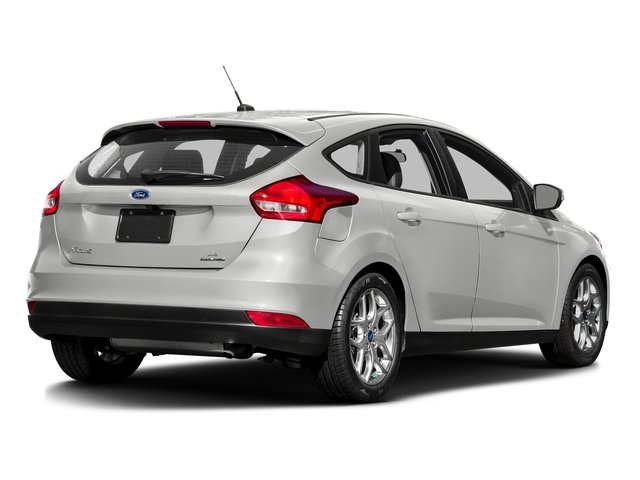 Oxford White 2016 Ford Focus Pictures Focus Hatchback 5D SE EcoBoost I3 Turbo photos rear view