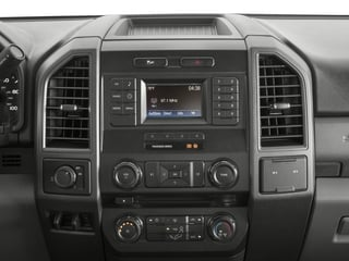 2017 Ford Super Duty F-250 SRW Pictures Super Duty F-250 SRW Crew Cab XL 4WD photos stereo system