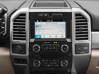 2017 Ford Super Duty F-450 DRW Pictures Super Duty F-450 DRW Crew Cab Lariat 4WD T-Diesel photos stereo system