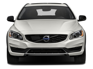 2017 Volvo V60 Cross Country Pictures V60 Cross Country Wagon 5D T5 Platinum AWD I4 Turbo photos front view