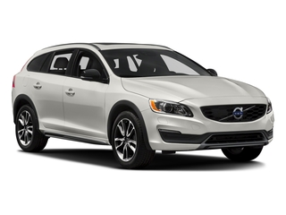 2017 Volvo V60 Cross Country Pictures V60 Cross Country Wagon 5D T5 Platinum AWD I4 Turbo photos side front view