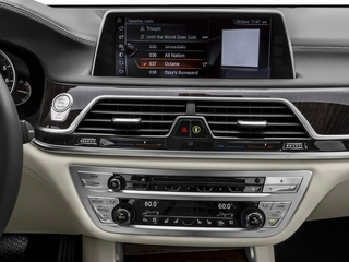 2018 BMW 7 Series Pictures 7 Series 750i Sedan photos stereo system