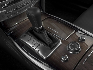 2019 INFINITI Q70 Pictures Q70 5.6 LUXE RWD photos center console