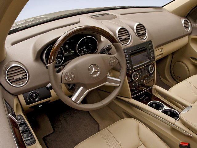 2009 Mercedes-Benz M-Class Pictures M-Class Utility 4D ML550 4WD photos full dashboard