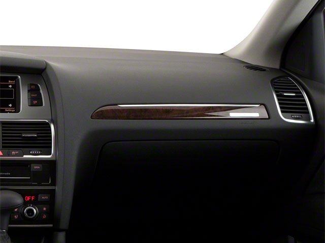 2010 Audi Q7 Prices and Values Utility 4D 3.6 Prestige AWD passenger's dashboard