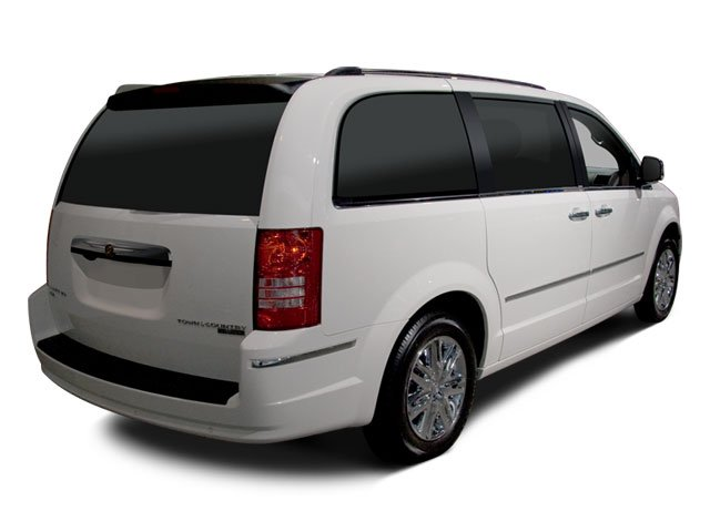 Chrysler Town and Country Van 2010 Wagon LX - Фото 2