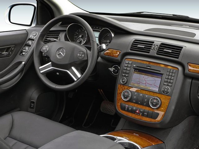 2010 Mercedes-Benz R-Class Prices and Values Utility 4D R350 4WD driver's dashboard