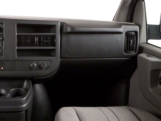 2013 GMC Savana Passenger Pictures Savana Passenger Savana LT 135 photos passenger's dashboard