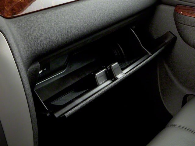 2013 GMC Sierra 2500HD Prices and Values Crew Cab SLE 2WD glove box