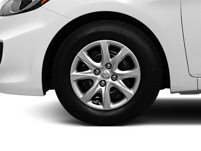 2013 Hyundai Accent Prices and Values Hatchback 5D SE wheel