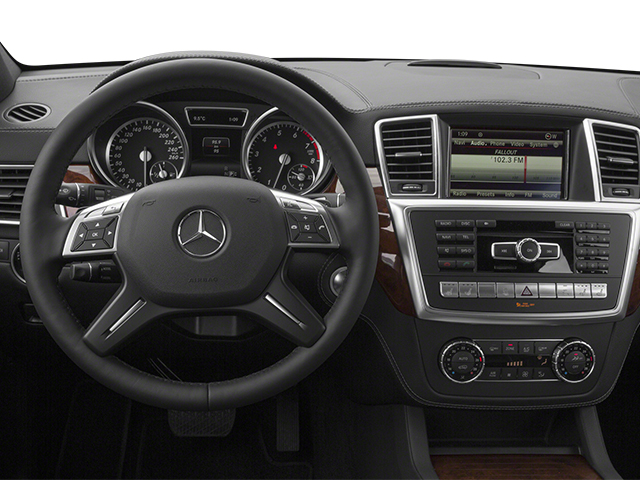 2013 Mercedes-Benz GL-Class Prices and Values Utility 4D GL550 4WD driver's dashboard