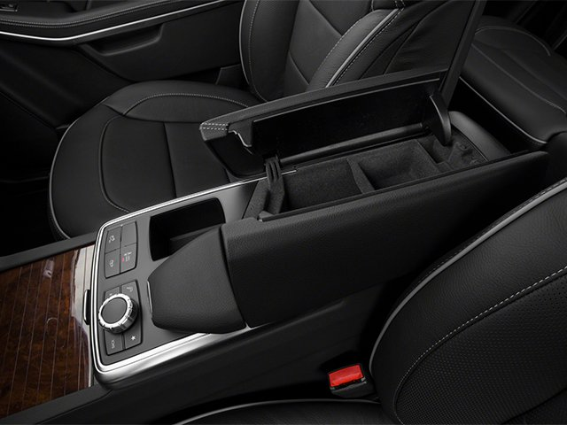 2013 Mercedes-Benz GL-Class Prices and Values Utility 4D GL550 4WD center storage console