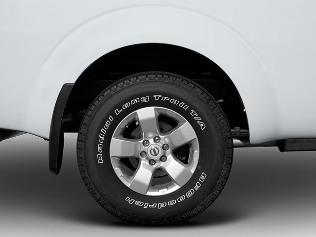 2013 Nissan Frontier Prices and Values Crew Cab SV 4WD wheel