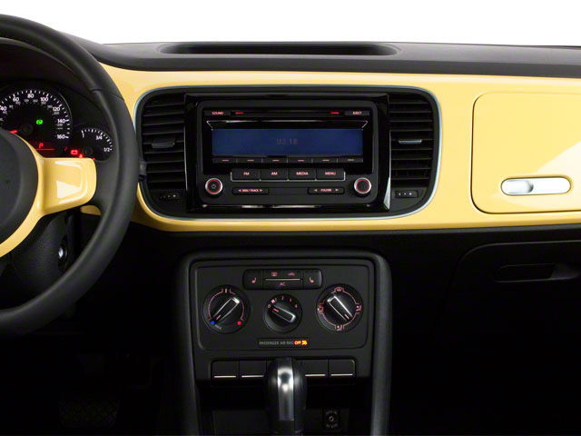 2013 Volkswagen Beetle Coupe Pictures Beetle Coupe 2D 2.5 I5 photos center dashboard