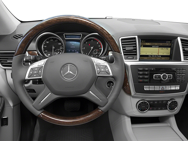 2014 Mercedes-Benz M-Class Prices and Values Utility 4D ML350 BlueTEC AWD V6 driver's dashboard