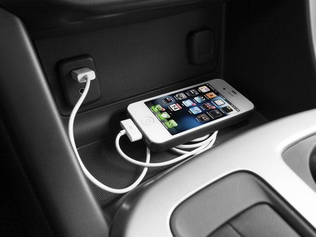 2015 Chevrolet Colorado Prices and Values Crew Cab Z71 4WD iPhone Interface