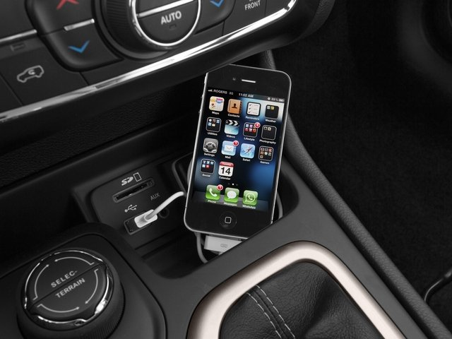 2015 Jeep Cherokee Prices and Values Utility 4D Altitude 4WD iPhone Interface