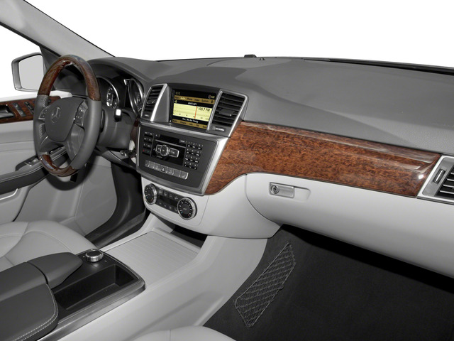 2015 Mercedes-Benz M-Class Prices and Values Util 4D ML250 BlueTEC AWD I4 T-Dsl passenger's dashboard