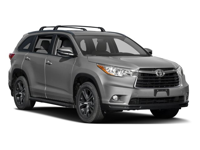 2016 Toyota Highlander Prices and Values Utility 4D XLE 4WD V6 side front view