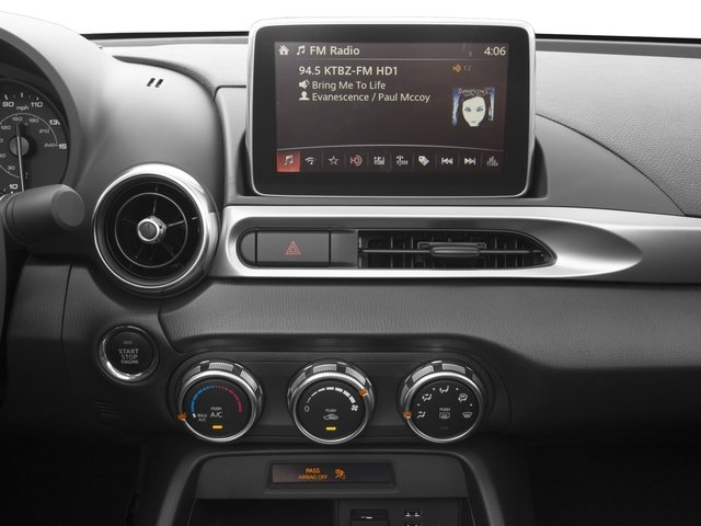 2017 FIAT 124 Spider Pictures 124 Spider Convertible 2D Classica I4 Turbo photos stereo system