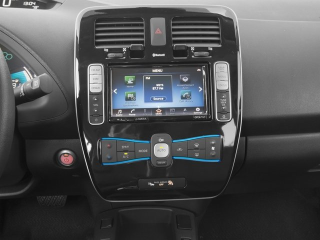 2017 Nissan LEAF Pictures LEAF SV Hatchback photos stereo system