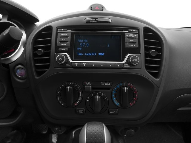 2017 Nissan JUKE Pictures JUKE FWD S photos stereo system